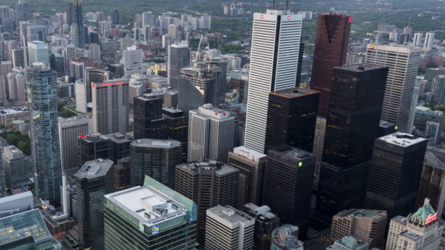 4K Time-Lapse: Aerial Toronto Downtown Zoom Out