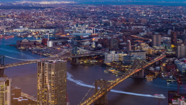 vídeos de stock, filmes e b-roll de timelapse: vista aérea da ponte de brooklyn e da ponte de manhattan, noite do por do sol de brooklyn new york city - brooklyn new york