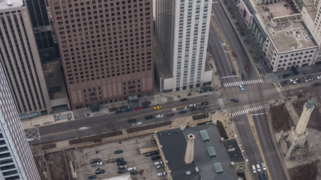 vídeos de stock e filmes b-roll de time-lapse: aerial view of chicago cross in downtown, il usa - illinois