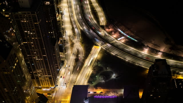 vídeos de stock e filmes b-roll de time-lapse: aerial view of chicago skyline cityscape and gold coast north side of lake michigan, il usa at night - norte