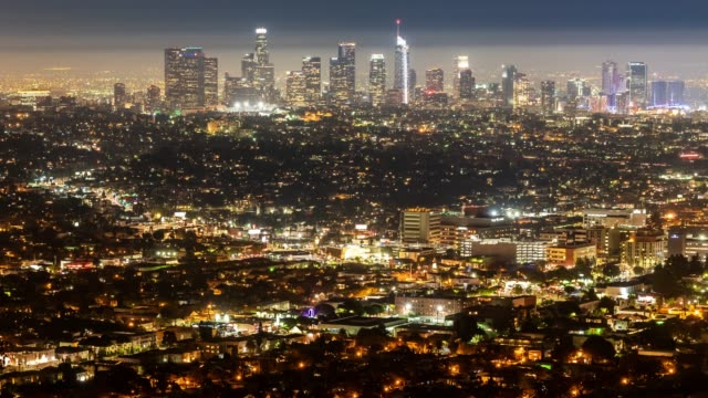 vídeos de stock e filmes b-roll de time-lapse aerial view of los angeles skyline building downtown and hollywood area sunset - vida noturna