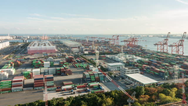 time-lapse: aerial view of port working cargo container in odaiba tokyo japan - attrezzatura industriale video stock e b–roll