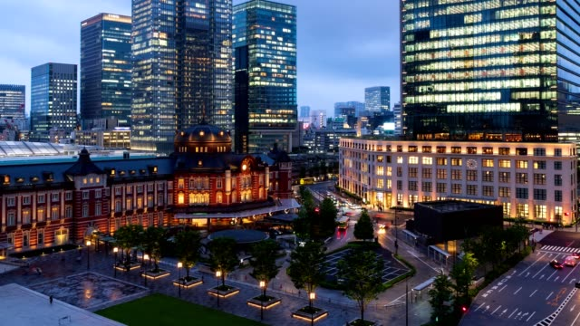 4k time-lapse : aerial view of traveler pedestrian crowd at front of tokyo station at twilight, tokyo, japan. zoom in shot - marunouchi stock videos & royalty-free footage