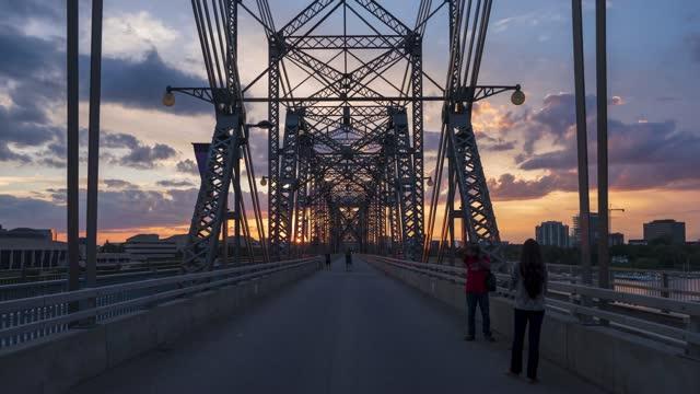 time-lapse :alexandra bridge, ottawa - ottawa bildbanksvideor och videomaterial från bakom kulisserna