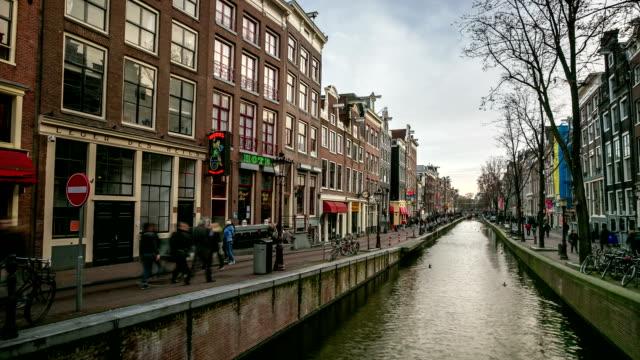 hd :time -lapse (低速度撮影) アムステルダムの運河の赤信号地区、オランダ - 北ホラント州点の映像素材/bロール
