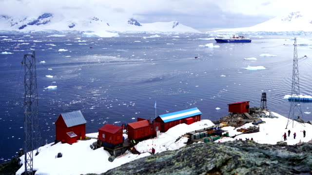 time-lapse: antarctic peninsula mountain  antarctica - centro di ricerca video stock e b–roll