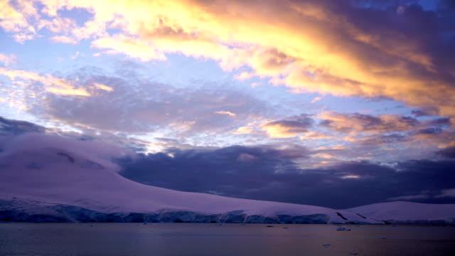 zeitraffer: antarktis halbinsel berge gletscher - südpol stock-videos und b-roll-filmmaterial