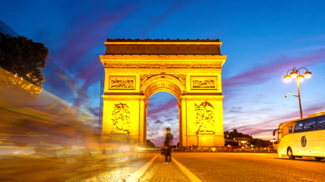 vidéos et rushes de hd timelapse:  arc de triomphe, les champs-élysées, paris, france - arc élément architectural