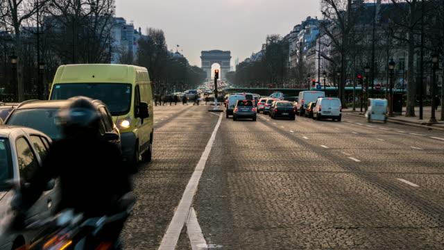 4 K, le temps qui passe : Arc de Triomphe et des Champs-Élysées, Paris, France