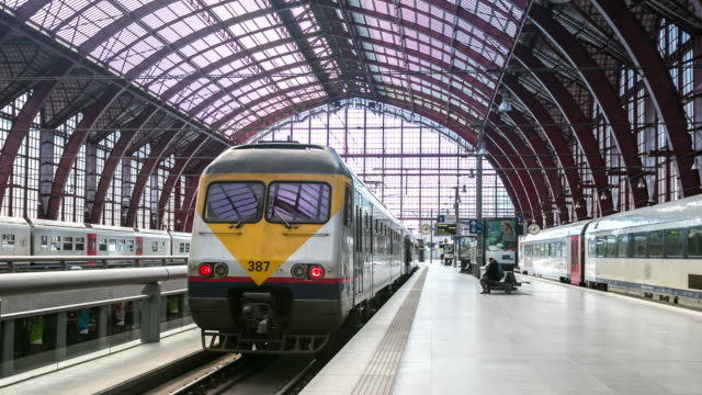 Time-lapse: Aankomst van voetganger druk op Antwerpen Centraalstation