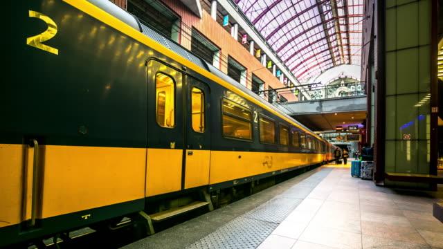 Time-lapse: Ankomsten av fotgängare trångt på Antwerpens centralstation
