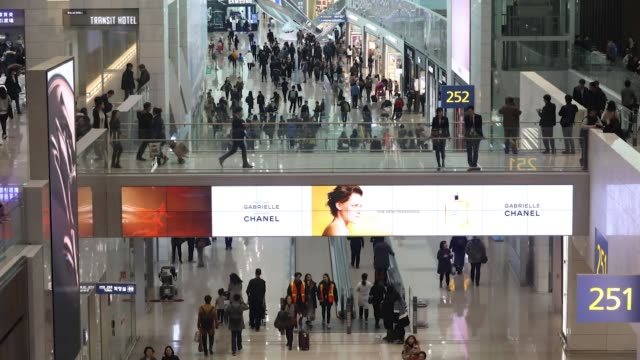 stockvideo's en b-roll-footage met timelapse as travelers walk through the terminal 2 building at incheon international airport in incheon south korea on thursday jan 18 2018 - incheon