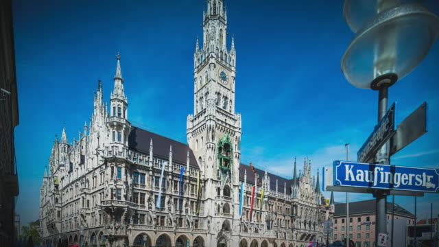 vidéos et rushes de t/l timelapse at munich's marienplatz and the old townhall - rathaus