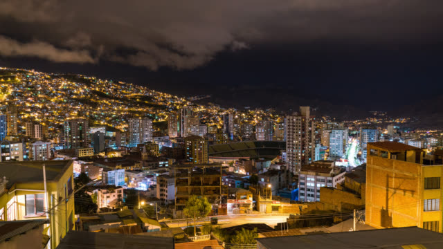 timelapse at night of la paz in bolivia - la paz region la paz stock-videos und b-roll-filmmaterial