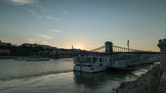 timelapse at sunset of the chain bridge in budapest - traditionally hungarian stock videos & royalty-free footage