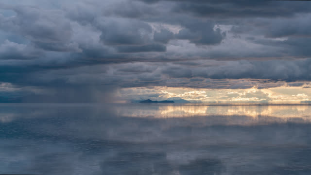 timelapse at sunset of uyuni salt flat, bolivia - salt flat stock videos & royalty-free footage