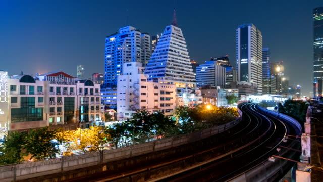 vidéos et rushes de timelapse: skytrain de bangkok - train aérien