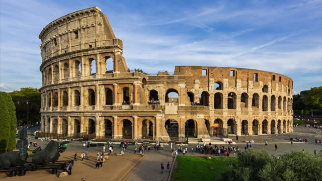 time-lapse: beautiful view of the colosseum in rome, italy - colosseo video stock e b–roll