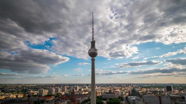 hd timelapse : berlin cityscape - esposizione lunga video stock e b–roll