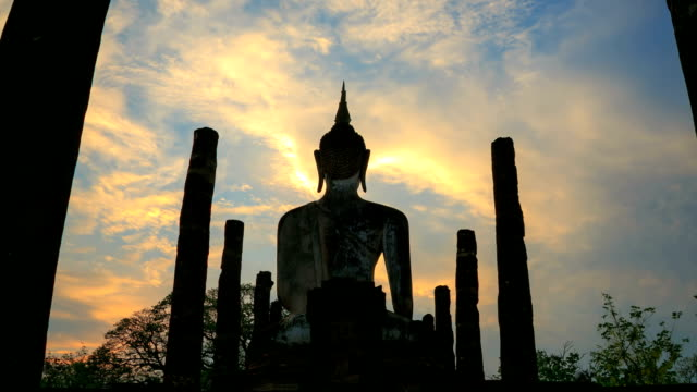 time-lapse: big buddha in sukhothai historical park thailand sunrise - old ruin stock videos & royalty-free footage