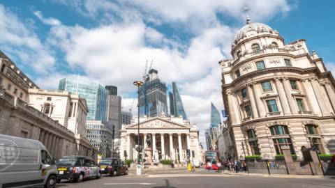 ダウンタウン ロンドン イギリスの社会の証券取引所銀行駅で時間経過: 実業家群衆 - 英国 ロンドン点の映像素材/bロール
