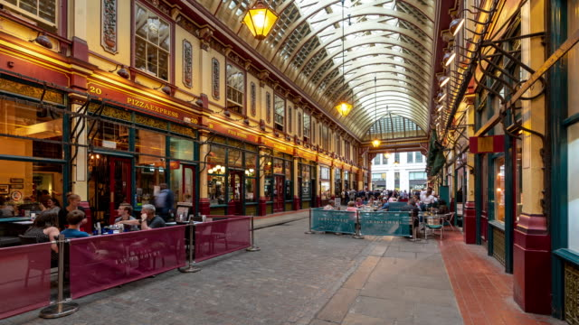 vidéos et rushes de time-lapse: businessman crowd hangout at leadenhall market in london england uk - tenue habillée
