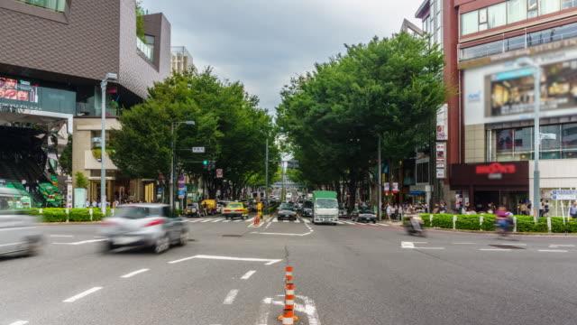 4 k zeitraffer: busy harajuku straße in harajuku, tokio - eisenbahnwaggon stock-videos und b-roll-filmmaterial