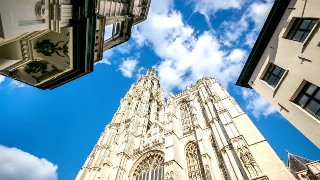time-lapse in hd: cattedrale di nostra signora anversa antwerp belgio - belgio video stock e b–roll