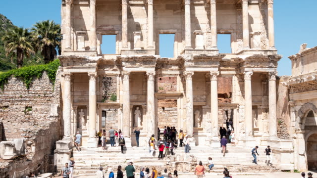 zeitraffer: celsus library in ephesus (efes)-altstadt izmir, türkei, 4k resolution. - architrav stock-videos und b-roll-filmmaterial