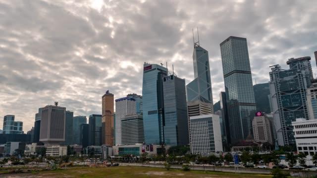 vidéos et rushes de time-lapse: centrale et admiralty hong kong skyline construction cityscape - central district de hong kong