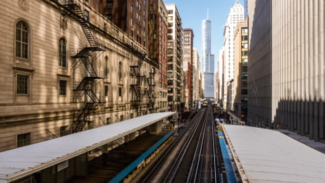 vídeos de stock e filmes b-roll de time-lapse: chicago loop metro train station with skylines building downtown chicago il usa - metro de chicago