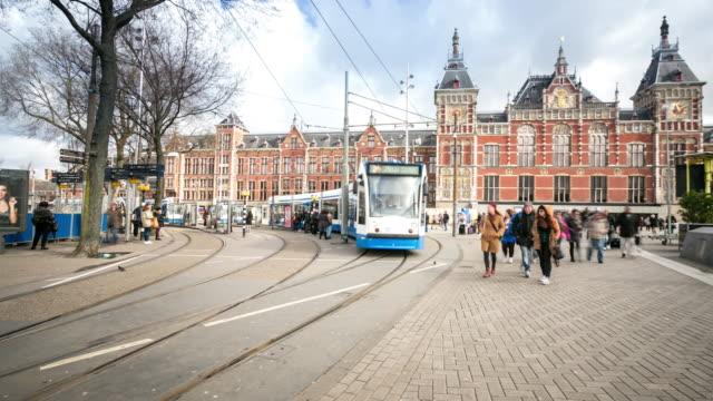 4K Time-lapse: staden fotgängare och trafik i Amsterdam Station