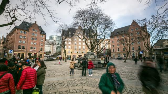 stockvideo's en b-roll-footage met time-lapse: stad voetgangers op grand place brussel belgië - belgië