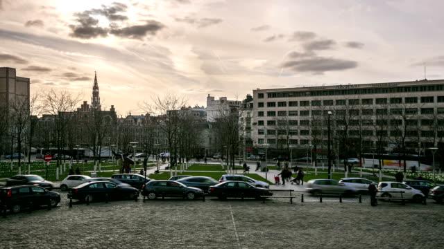 hd :time -lapse (低速度撮影) ベルギーのブリュッセルの街の歩行者 - 天使ミカエル点の映像素材/bロール