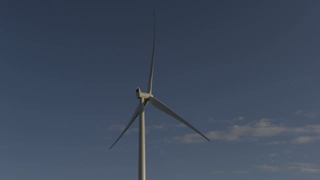 timelapse close up wind turbines stands at the hornsdale wind farm operated by neoen sas near jamestown south australia on friday sept 29 2017 - jamestown stock-videos und b-roll-filmmaterial