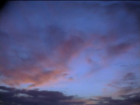 time-lapse nuvole al tramonto - moving image video stock e b–roll