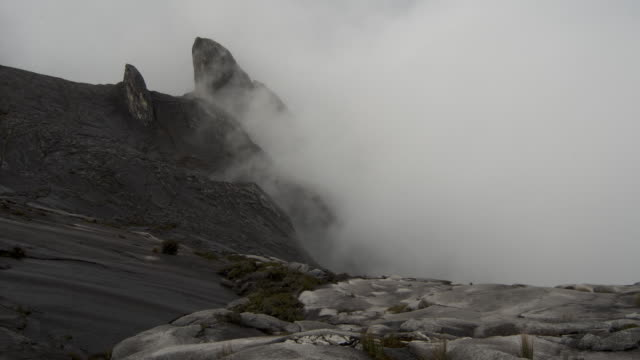 timelapse clouds enshroud rocky peak, mount kinabalu, borneo - mt kinabalu national park stock videos and b-roll footage