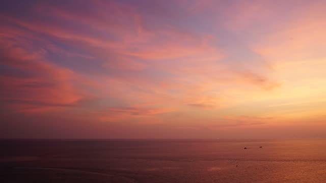 timelapse wolken met mooie hemel en zee