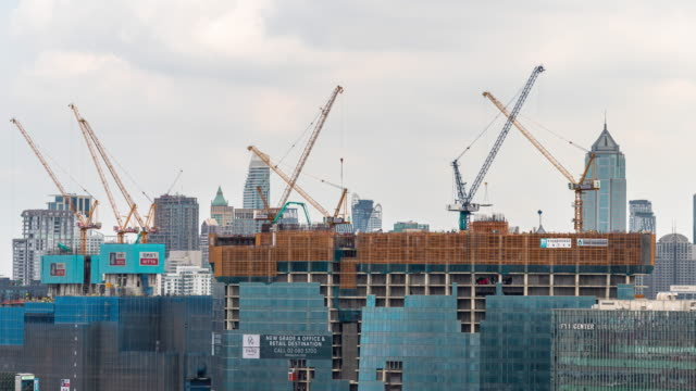 time-lapse : construction building site in the city. developing industrial country concept - costruire video stock e b–roll