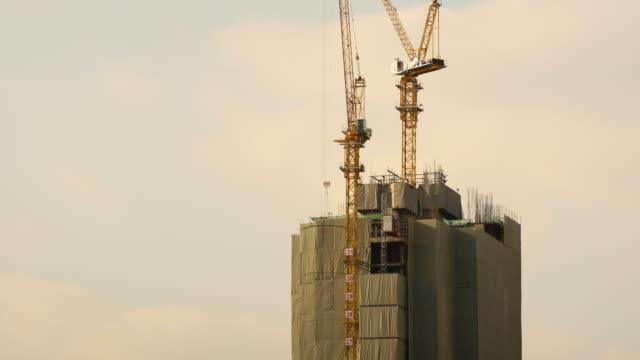 4K Time-lapse: Construction Site at dusk