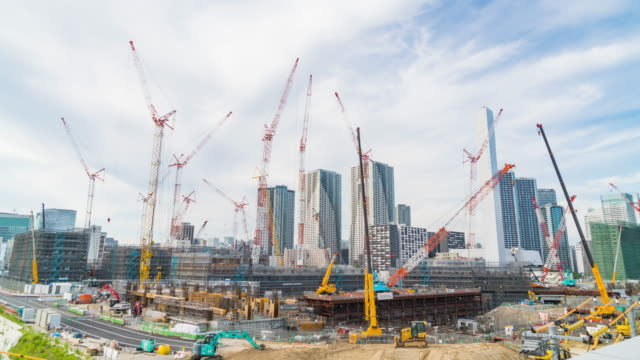 4k timelapse: cranes in site construction. - largo descrizione generale video stock e b–roll