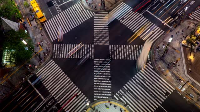 vídeos de stock, filmes e b-roll de timelapse - crossroad at night, ginza, tóquio, japão - ponto turístico internacional
