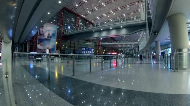 Timelapse Menschenmenge am Flughafen