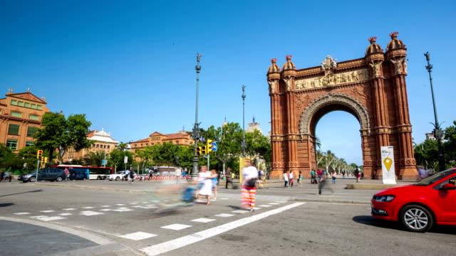 HD-Zeitraffer: Menschenmenge am Arc de Triomf, Barcelona, Spanien
