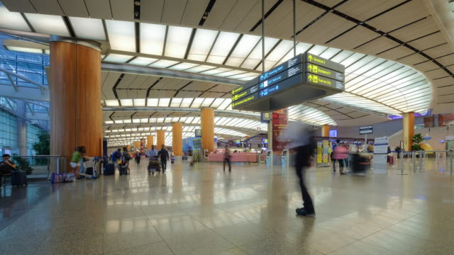 4K time-lapse Crowd in terminal