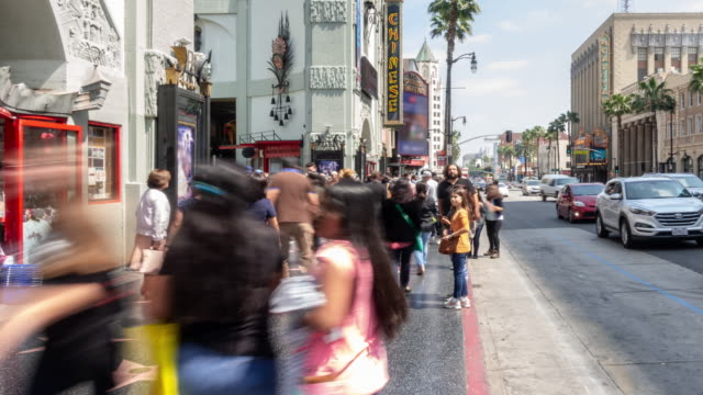 stockvideo's en b-roll-footage met time-lapse crowd voetgangers toerist in hollywood in los angeles california usa - boulevard