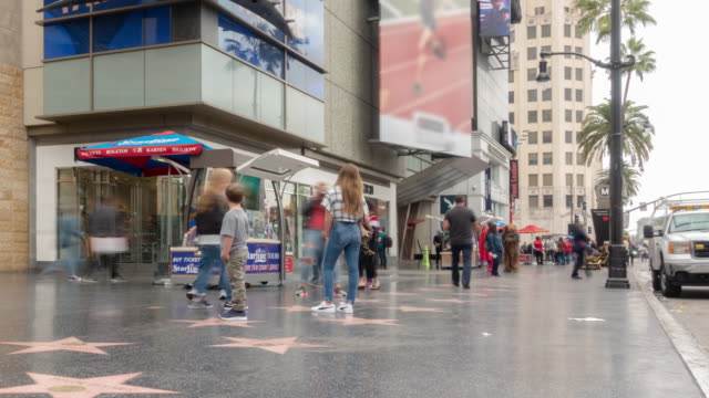 stockvideo's en b-roll-footage met time-lapse crowd pedestrians toerist in hollywood in los angeles californië usa - hollywood california