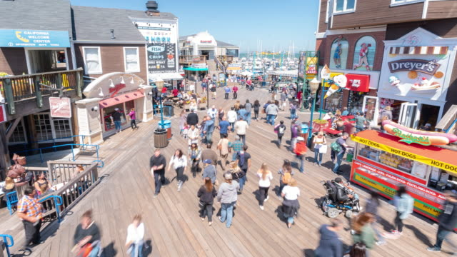 stockvideo's en b-roll-footage met time-lapse menigte voetgangers toeristische bij pier 39 van san francisco californië usa - san francisco california