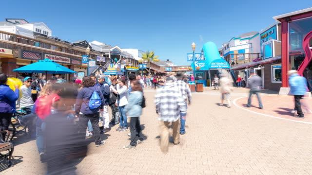 stockvideo's en b-roll-footage met time-lapse menigte voetgangers toeristische bij pier 39 van san francisco californië usa - pier 39