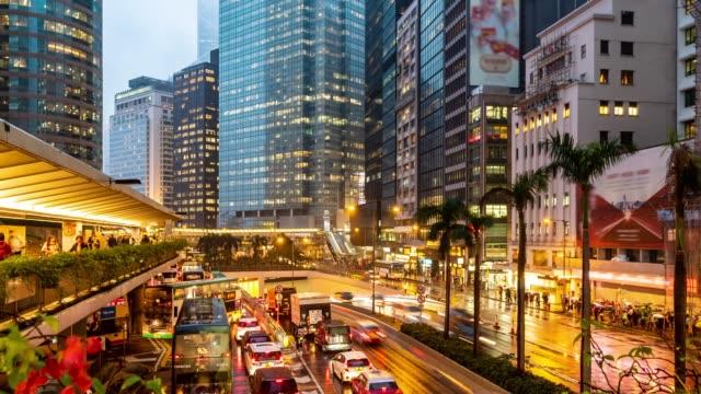 zeitraffer: überfüllt und transport hintergrund im zentrum von hongkong downtown bei sonnenuntergang - besichtigung stock-videos und b-roll-filmmaterial